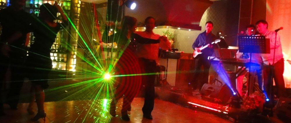 tanzen-musik-songs-live-band-tanzpaar